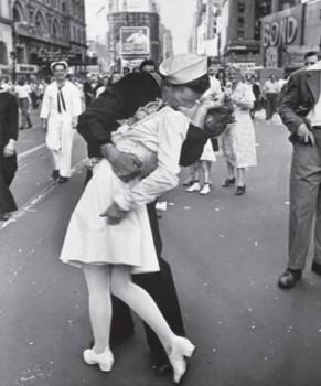 Sailor kissing a girl during a parade on Times Square